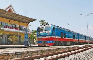 Vì sao cước vận tải đường sắt cao hơn đường bộ?